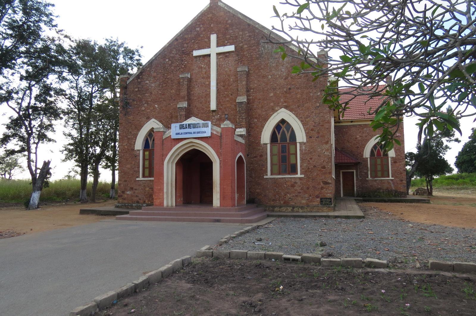 Iglesia metodista unida Central de la Misión de Quessua, Provincia de Melanje al oriente de Angola. Foto cortesía de la familia García-Benítez.