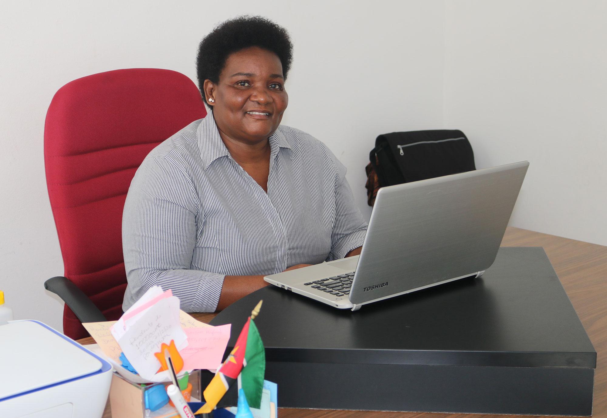 Directora Olga Maria Raimundo, Directora da Escola Comunitária Metodista Unida. Matola, foto de João Filimone Sambo.
