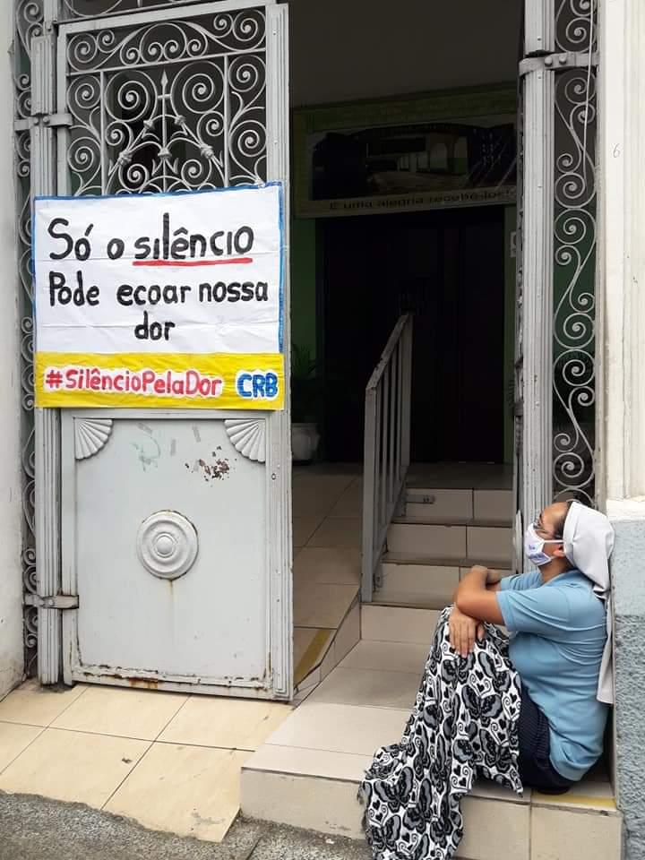 """Esta campaña de """"no acción"""" también pide a los brasileños que muestren su indignación ante la falta de acciones concretas por parte del gobierno federal. Foto cortesía del Consejo Nacional de Iglesias Cristianas de Brasil """"."""