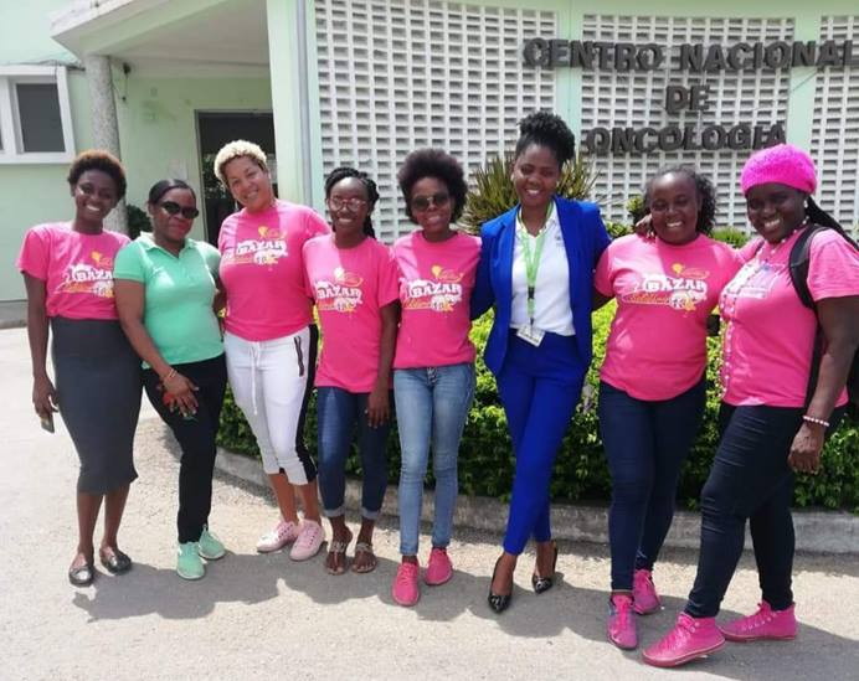 Grupo das jovens mulheres metodistas provedoras das refeições. Luanda, foto de Orlando da Cruz.