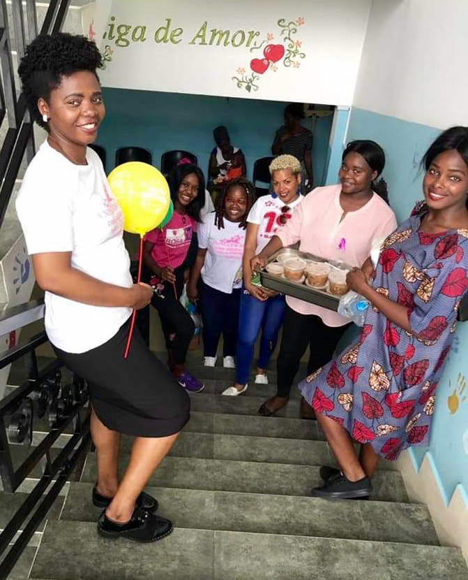 Amor gera amor. As jovens estão prontas para mais uma missão. Luanda, foto de Orlando da Cruz.