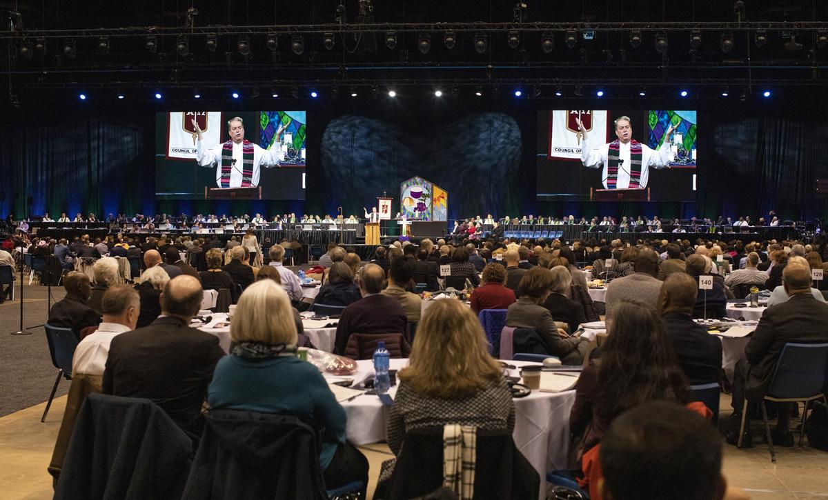 O Bispo Kenneth H. Carter profere o sermão e a bênção durante o culto de abertura da Conferência Geral Metodista Unida de 2019, em St. Louis. Foto de arquivo de Kathleen Barry, UM News.