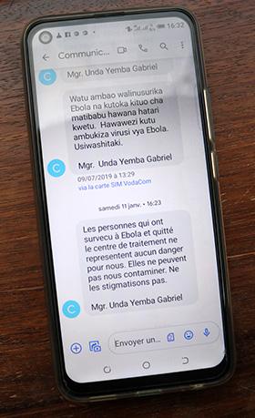 L'Église Méthodiste Unie a envoyé plusieurs SMS chaque jour pour informer les communautés locales sur ce qu'elles peuvent faire pour prévenir le virus Ebola. Photo d'archives de 2019 de Chadrack Londe, UM News.