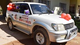 Le véhicule tout terrain offert par Coalice Mwamba au Département d'Evangélisation de la Région Episcopale du Sud Congo/Zambie. Ce véhicule permettra à l'équipe de ce département de faire avancer  l'œuvre de Dieu. Photo de John Kaumba, UM News.