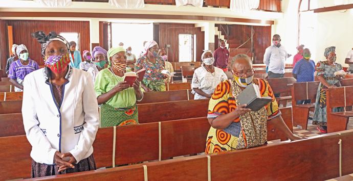 Audiência presente no culto de reabertura de cultos na Igreja Central Malanje. Malange, foto de João Gonçalves Nhanga.