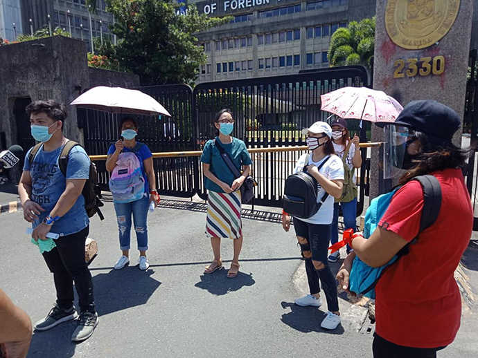 United Methodists and others join in a prayer rally in front of the Department of Foreign Affairs in Pasay City, Philippines, on July 17, to seek repatriation of Filipino overseas workers stranded due to COVID-19. Photo courtesy of the Rev. Mariesol Villalon.