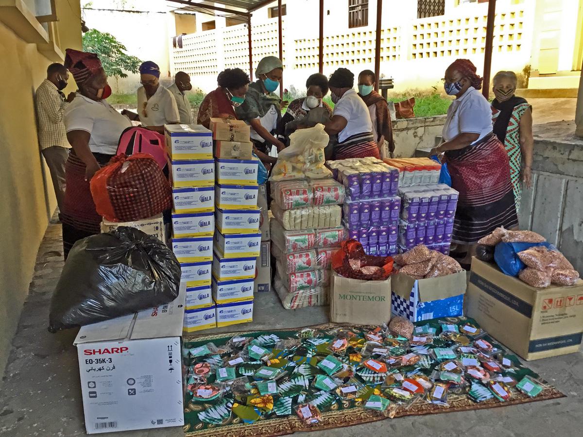 Mascaras, comida e produtos de higiene prontos para irem a distribuição. Malanga, foto de Joao Sambo.