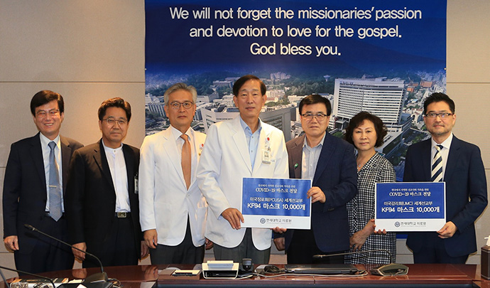 """Dr. Do-Heum Yoon, president and CEO, Yonsei University Health System (center) spoke about the donation. """"We can't repay the love with this shipment of masks, but we still remember the love of missionaries,"""" he said. Photo courtesy of Severance Hospital of Yonsei University."""