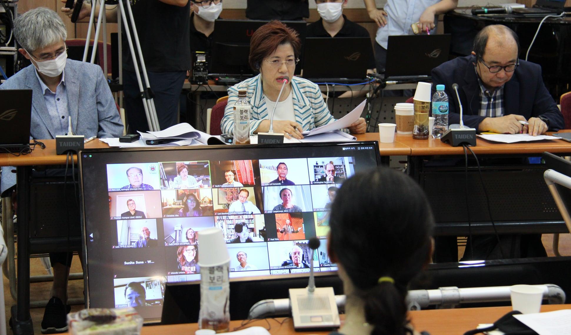 지난 7월 24일, 전 세계 각지의 교회 단체들이 <민(民)의 한반도 평화협정 선언>을 위한 화상 회의를 하고 있다. 사진 제공, 한국기독교교회협의회.
