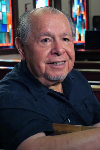 """Rev. David Maldonado. Imagem retirada da reportagem em vídeo """"La Iglesia Etnica"""", publicada no canal IMULATINA no Youtube da Notícias MU."""