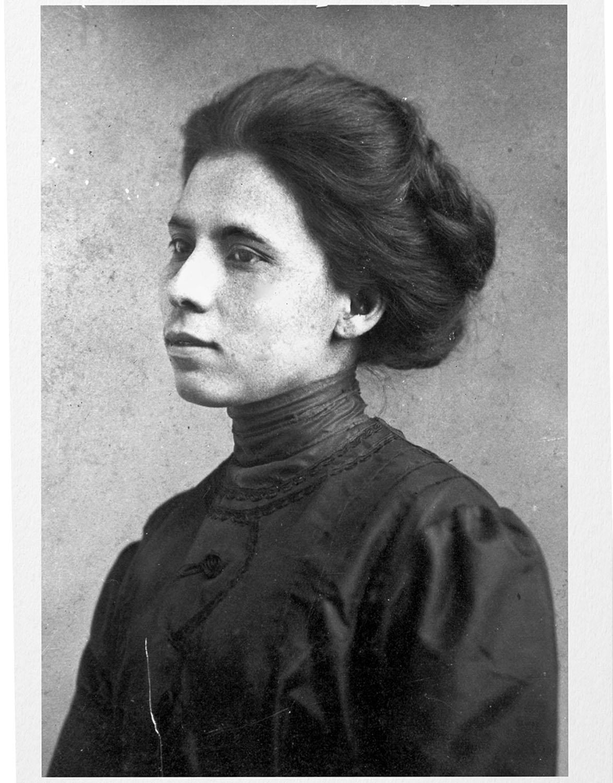 Jovita Idár alrededor de 1905. Formó su visión de la justicia cuando era niña y pasó su vida luchando por los derechos de su comunidad. Foto colección de fotografías generales y  especiales de bibliotecas de UTSA.