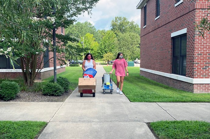 Students at Virginia Wesleyan University, a United Methodist-related school in Virginia Beach, make the move into dormitories for fall term. The COVID-19 pandemic has created many challenges for colleges and seminaries as they seek to resume in-person classes safely amid the ongoing pandemic. Photo courtesy of Virginia Wesleyan University.