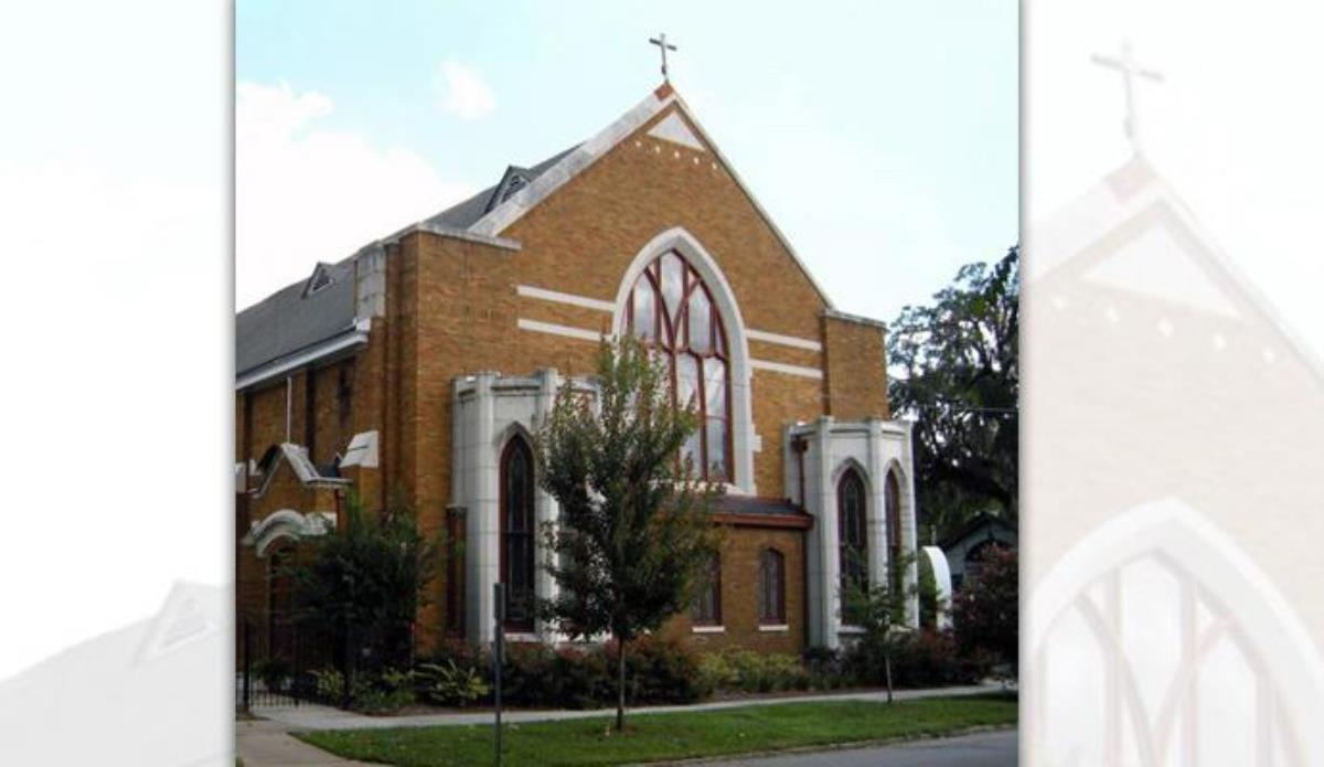 La Iglesia Asbury Memorial en Savannah, Georgia, abandona La Iglesia Metodista Unida en apoyo a la inclusión LGBTQ. La iglesia, con más de 300 miembros, es la primera que desde 2016 se separa expresamente en oposición a las prohibiciones de la denominación sobre las bodas igualitarias y el clero o clérigos/as homosexuales practicantes. Foto cortesía de la IMU Memorial Asbury.