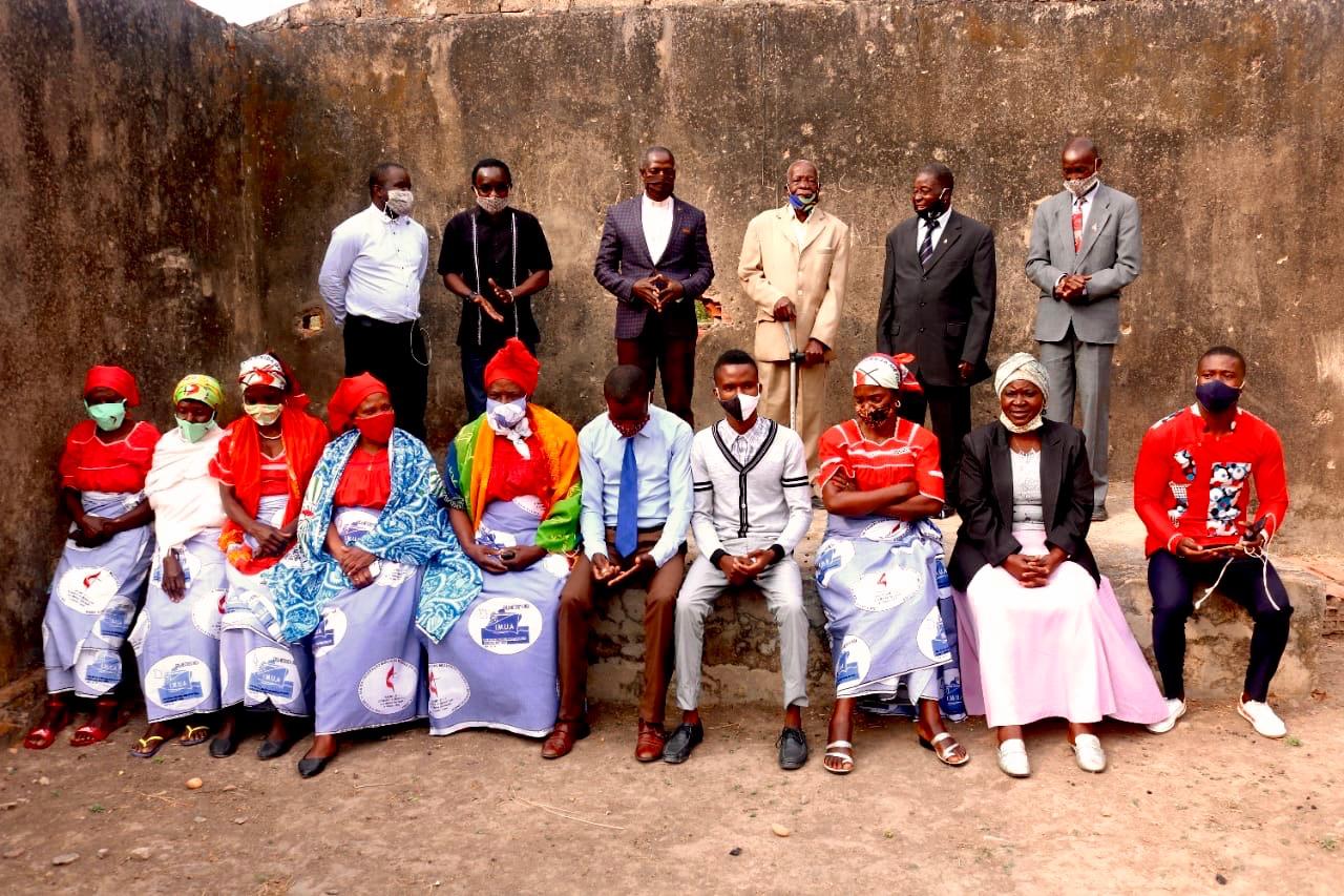 Alguns membros da comunidade de Langueka em 26 de Setembro no Município de Kiwaba Njozi. Foto de João Nhanga.