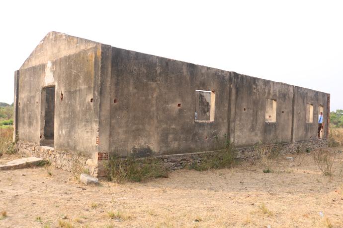 Templo de Langueka, construída em 1970, reergue-se dos escombros e sinal de esperança para o povo de Deus no município de Kiwaba Nzoji. Foto de João Nhanga.