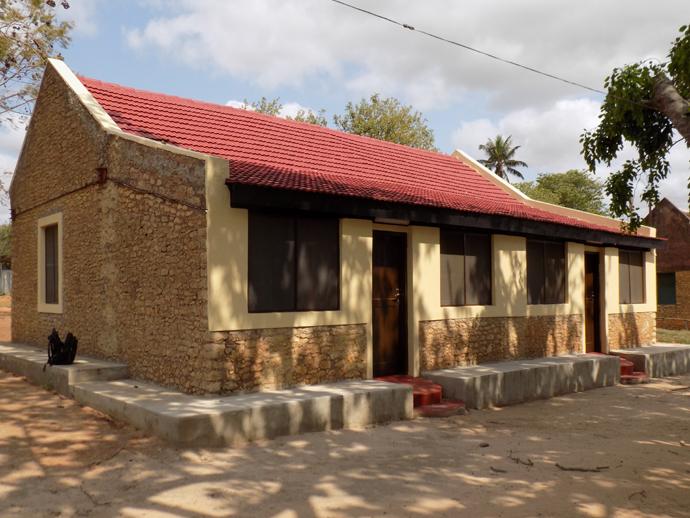 Em Cambine, ainda se vê o dormitório do fundador da FRELIMO, Dr. Eduardo Chivambo Mondlane. Este foi reabilitado pelo governo de Morrumbene. Foto de Antônio Wilson.