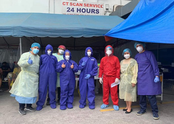 Dr. Glenn Roy V. Paraso (pictured in red) and other front-line workers are pictured outside United Methodist Mary Johnston Hospital in Manila, Philippines, in the early days of the coronavirus pandemic. Paraso contracted COVID-19 in August and was admitted to the hospital for a month. Photo courtesy of Dr. Glenn Roy V. Paraso.