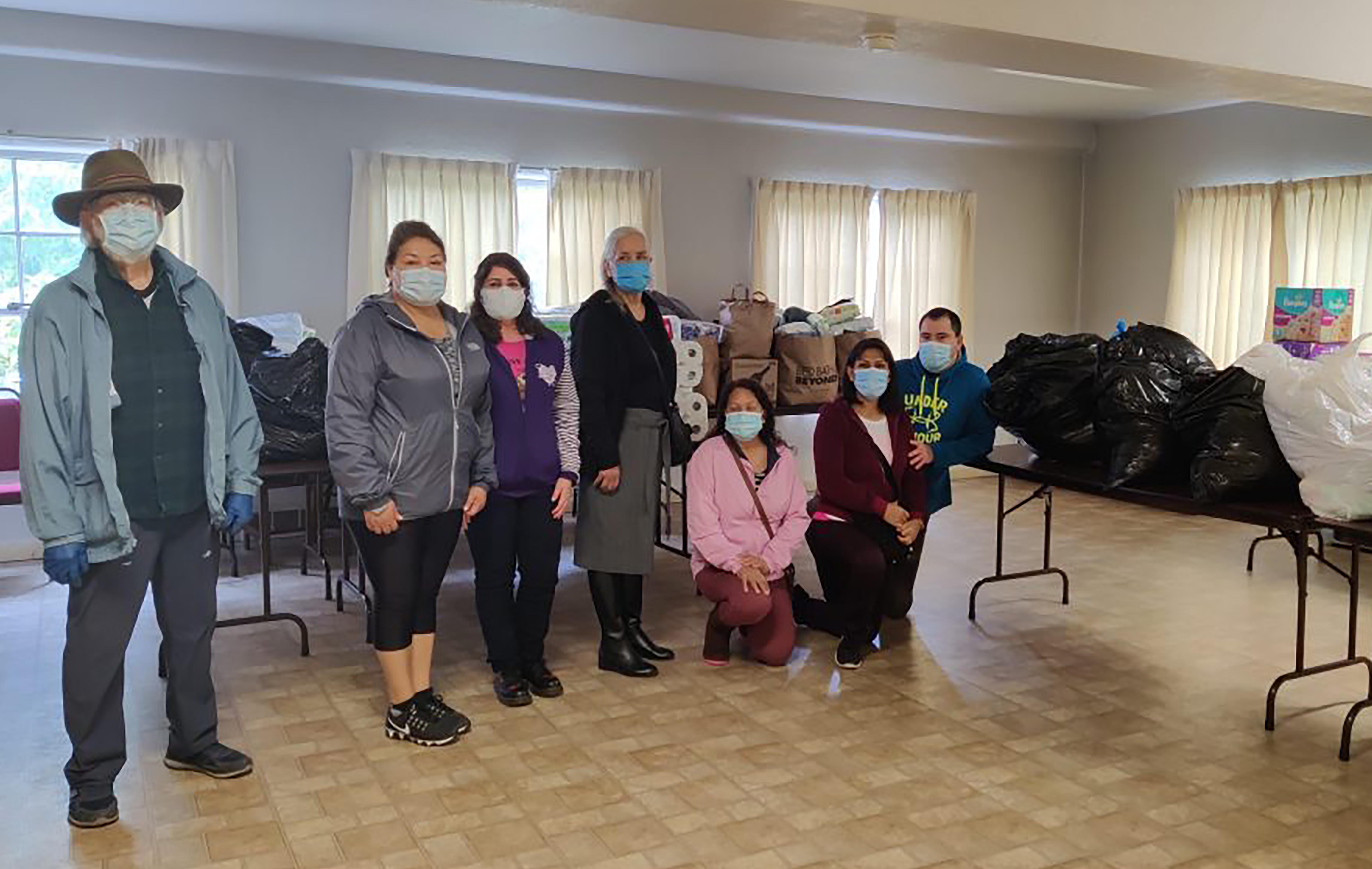 Miembros de la IMU Aloha en la Conferencia Anual de Oregon-Idaho recolectaron kits de higiene y otros artículos para la IMU Las Naciones en Salem, y distribuirlos a los/as trabajadores/as migrantes desplazados/as de sus hogares durante los incendios forestales. Foto cortesía del Área Episcopal Noreste.