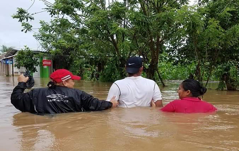 As fortes chuvas trazidas pelo furacão Eta causaram grandes inundações, especialmente na parte norte do país. Tocoa foi uma das áreas afetadas pelas cheias e os Metodistas Unidos estão a apoiar a recuperação das comunidades afetadas. Foto cortesia da Missão Metodista Unida