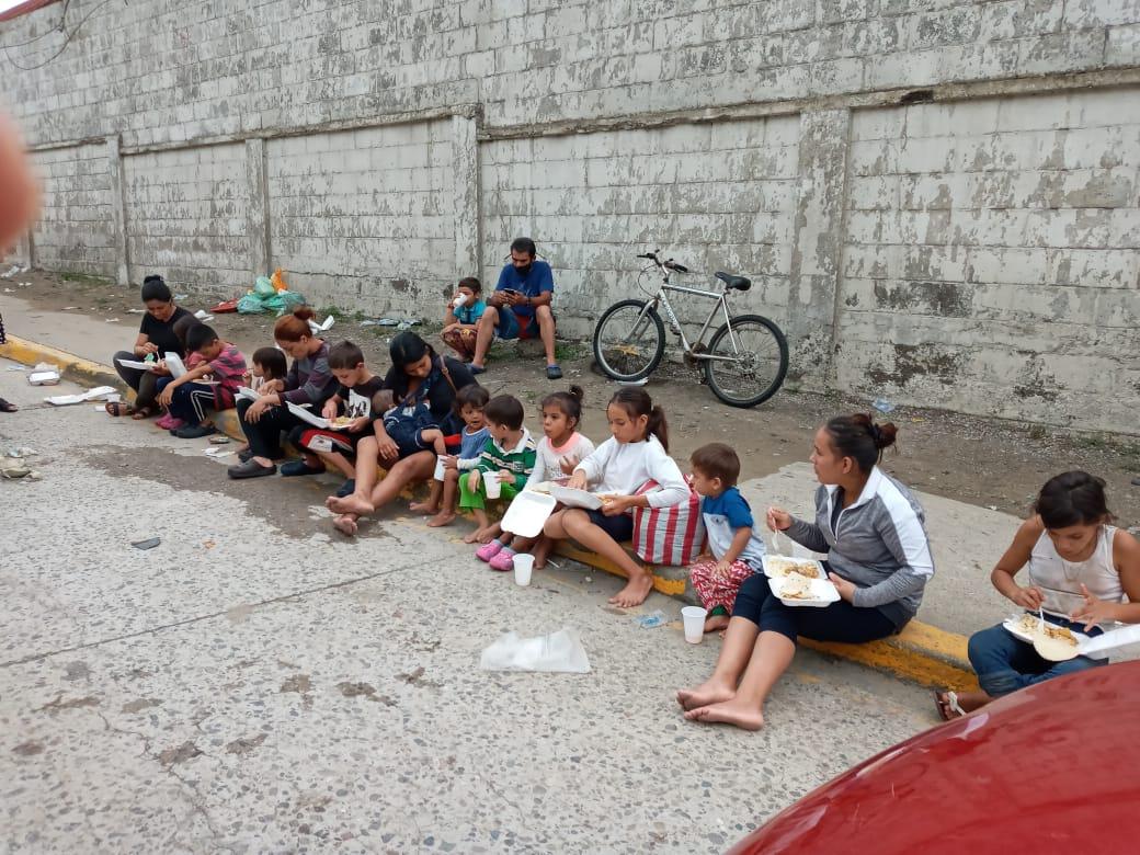 En Valle de Sula y Villanueva las iglesias han refugiado familias y proveen alimento en colaboración con vecinos de las comunidades. Foto cortesía de la Misión Metodista Unida de Honduras.
