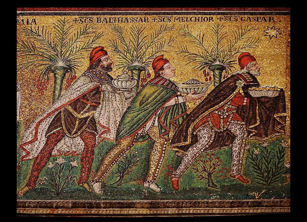 동방 박사가 별을 따라가고 있는 모습을 그린 6세기의 모자이크. 이탈리아 라벤나 근처 산탄폴레나레 성당. 사진, 니나-노, 출처, 위키피디아 커먼스.