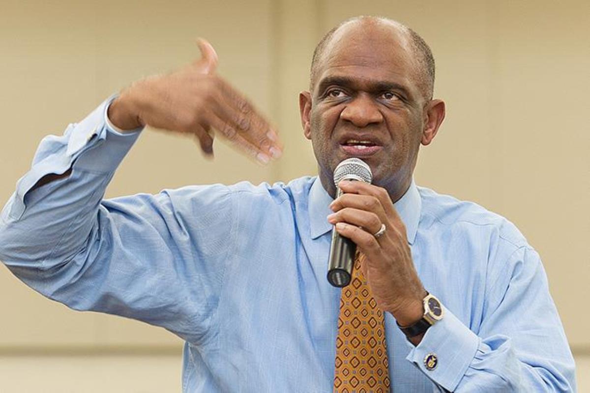 커비욘 콜드웰이 2011년 휴스턴에 있는 윈저빌리지 연합감리교회에서 성경 공부를 인도하던 모습. 콜드웰은 2021년 1월 13일 루이지애나주 슈레베포트에서 열린 재판에서 350만 달러 투자 사기 혐의로 6년 징역형을 선고받았다. 자료 사진 마이크 두보스, 연합감리교뉴스.