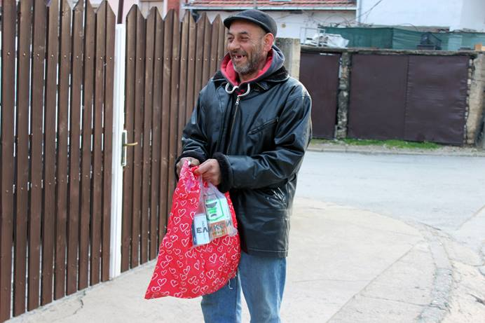 A man receives help from the Miss Stone Center. Despite the many challenges of 2020, the leaders and workers of the Miss Stone Center in Strumica, a diaconal facility of The United Methodist Church in North Macedonia, were able to care for more than 200 people without interruption. Photo by Christina Cekov, Strumica.