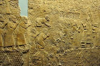 앗시리안이 사로잡아 노예로 팔려 가는 길에 기도하는 히브리인들, the Siege of Laquis Relief of Laquis, 영국 박물관 소장, 출처, 위키피디아.