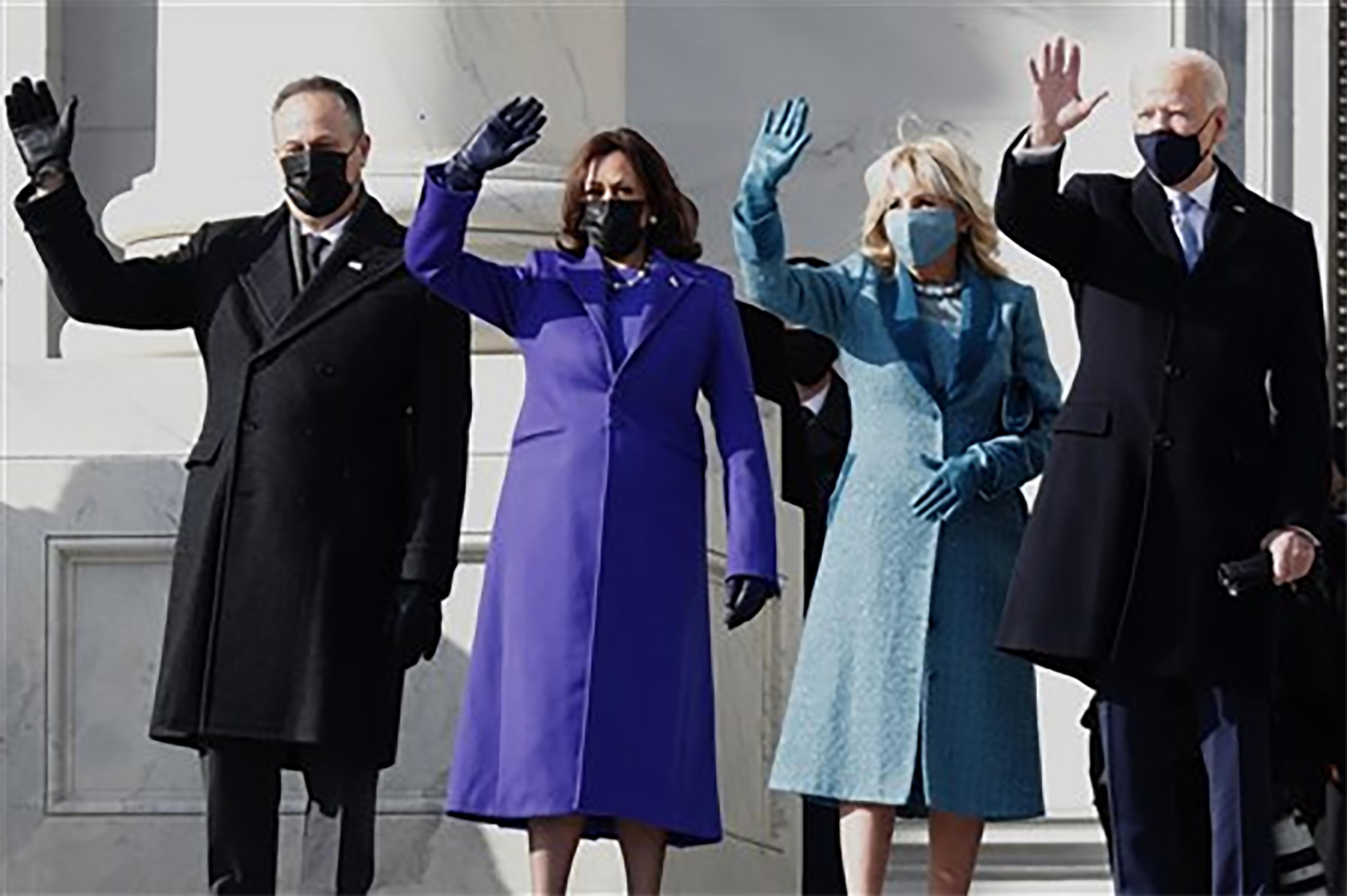 De derecha a izquierda, el presidente Joe Biden, la primera dama Jill Biden, la vicepresidenta Kamala Harris y el segundo caballero Doug Emhoff en el Capitolio de los Estados Unidos después de su investidura el 20 de enero de 2021. Foto cortesía del Concilio de Obispos/s de La IMU.