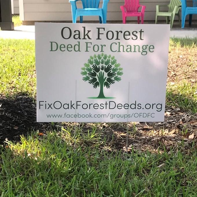 """Poco después del servicio de Pentecostés, Cavazos inició un grupo de Facebook """"Escritura de cambio en Oak Forest"""" con la misión de """"eliminar la cláusula racial inaplicable en nuestras restricciones documento de propiedad en la comunidad de Oak Forest"""". Foto cortesía de Lindsay Peyton."""