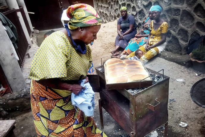 Omoyi Wandjaka teaches United Methodist women in Kivu, Congo, how to make bread to generate income for their families. Photo by Philippe Kituka Lolonga, UM News.