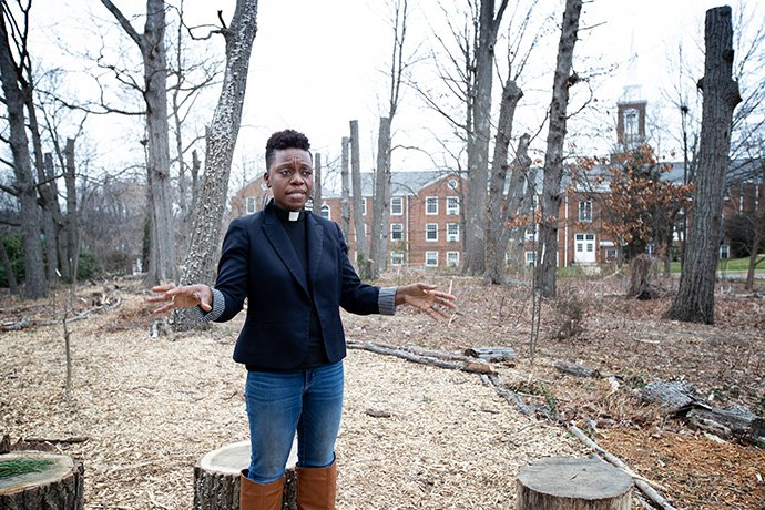"The Rev. Chenda Innis Lee walks through the outdoor worship space at Fairlington United Methodist Church in Alexandria, Va., where she serves as associate pastor. Lee announced a ""Do Not Harm"" initiative asking for measures to combat racism after she received anonymous letters criticizing her appearance. Photo by Mike DuBose, UM News."