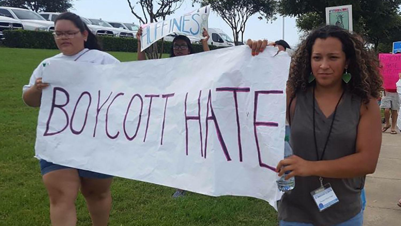 En foto de archivo de 2018, jóvenes de MARCHA (Metodistas Asociados Representando la Causa Hispano Americana), participan en una manifestación pública contra el racismo. Foto cortesía de MARCHA.
