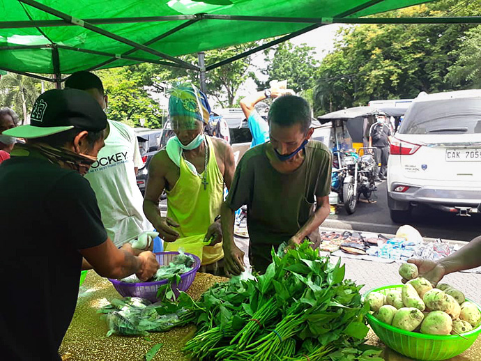 Visitors receive fresh vegetables at a community pantry set up by the Asuncion A. Perez Memorial Center Inc. in front of Central United Methodist Church in Manila, Philippines. The center, a ministry of the Philippines Central Conference, helped to build additional pantries around Manila, Quezon City, Laguna and Pampanga. Photo courtesy of Liza Cortez.