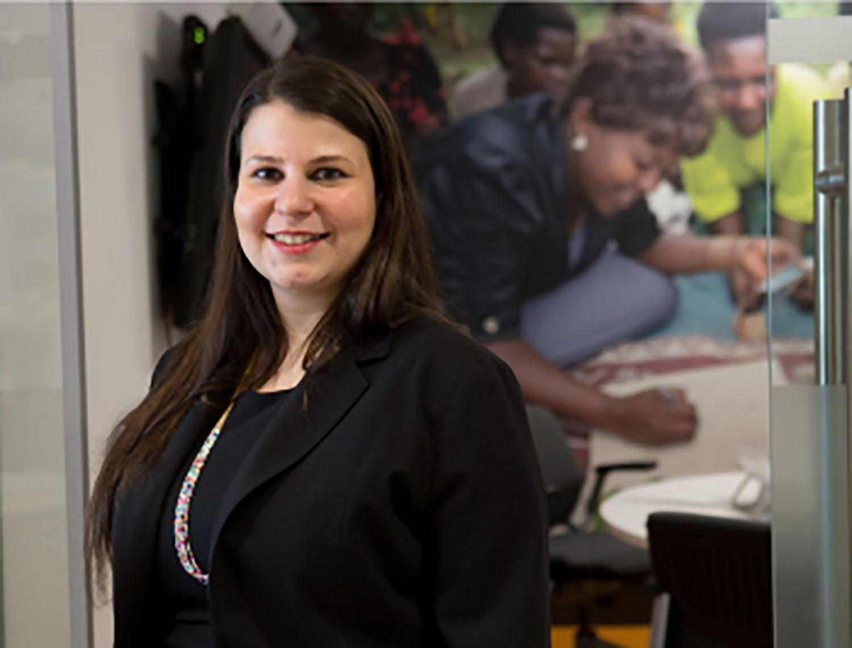 La abogada Samantha Blecher lidera una de las clínicas de JFON de Nueva York. Foto cortesía de la Oficina Nacional de Justicia para Nuestros/as Vecinos/as, JFON.