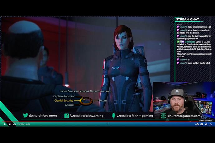 El Rev. David Petty, que se muestra en la imagen insertada en la parte inferior derecha, juega el videojuego Mass Effect en línea. Petty, pastor principal de la Iglesia Metodista Unida (IMU) San Pablo en Colorado Springs, Colorado, ha estado en el ministerio con la comunidad de jugadores/as desde 2017. Captura de pantalla de YouTube por Noticias MU.