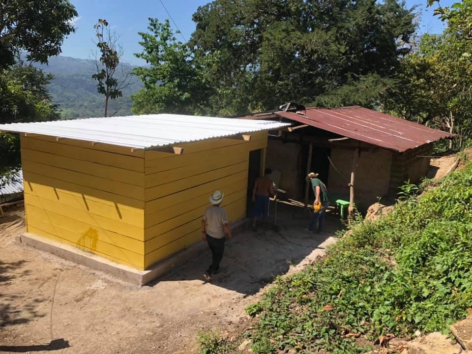 La construcción de viviendas ha sido de los ejes importantes del trabajo ministerial. Se han construido parcial totalmente más de 60 casas familiares que se encontraban en situación de alto riesgo. Foto cortesía de la familia Somerville.
