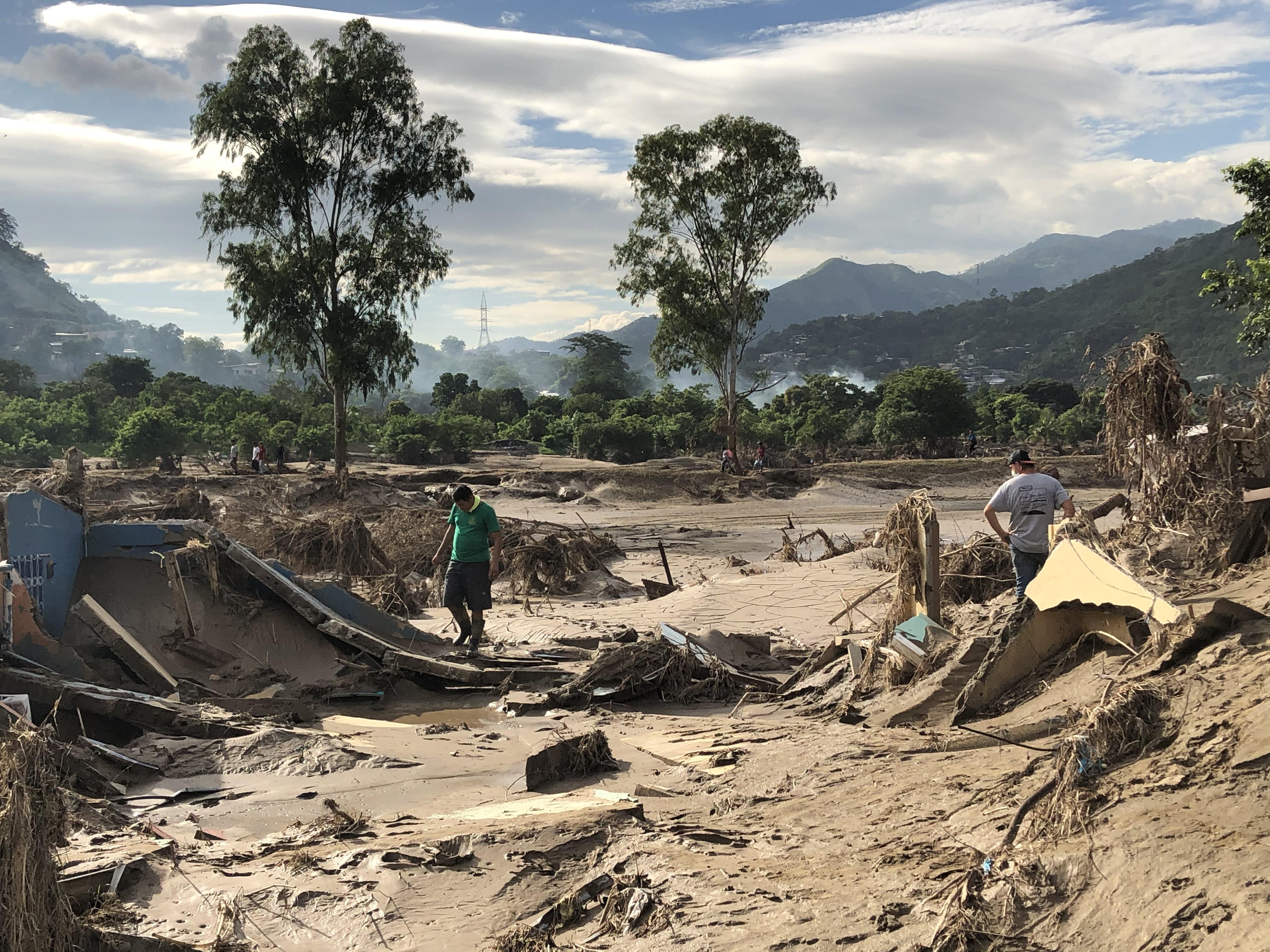 De acuerdo con el Comité de Prevención de Inundaciones, organismo del gobierno hondureño, el Rio Chamelecón recibió mas de tres veces su capacidad en metros cúbicos de agua después del paso del huracán Eta y sucedió lo mismo cuando el ciclón Iota afectó varias regiones del país en noviembre de 2020. Foto cortesía de la familia Somerville.