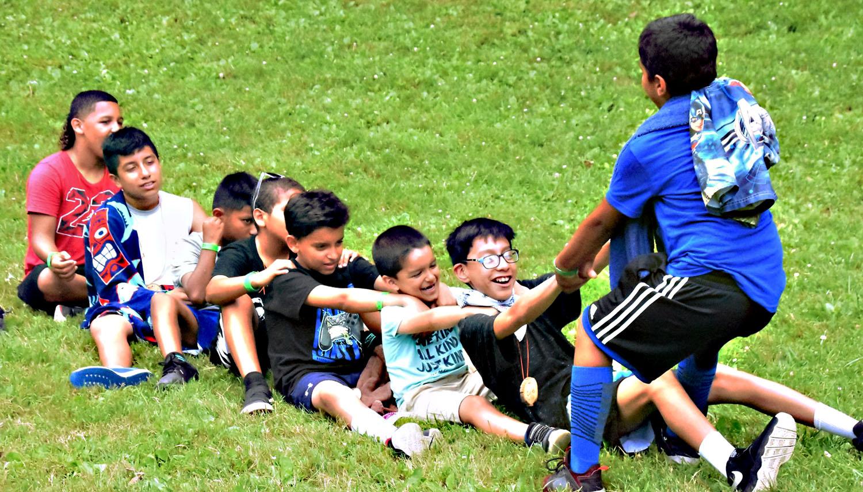 Niños/as y jóvenes disfrutaron de una semana de aprendizaje, risas, amor por la naturaleza, lecciones de vida y mucha diversión. Foto por John Coleman, Conferencia Anual de Este de Pensilvania.