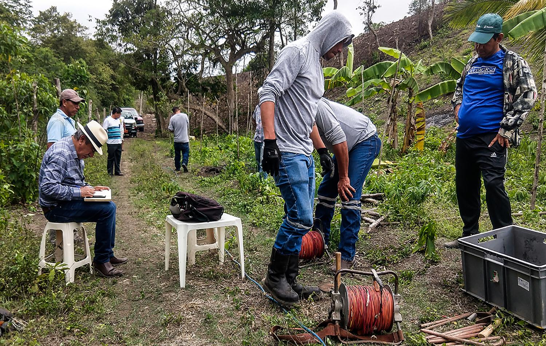Levantamiento geoeléctrico realizado por FIEA en la región Rocafuerte, Ecuador. Foto cortesía de FIEA – Ecuador.
