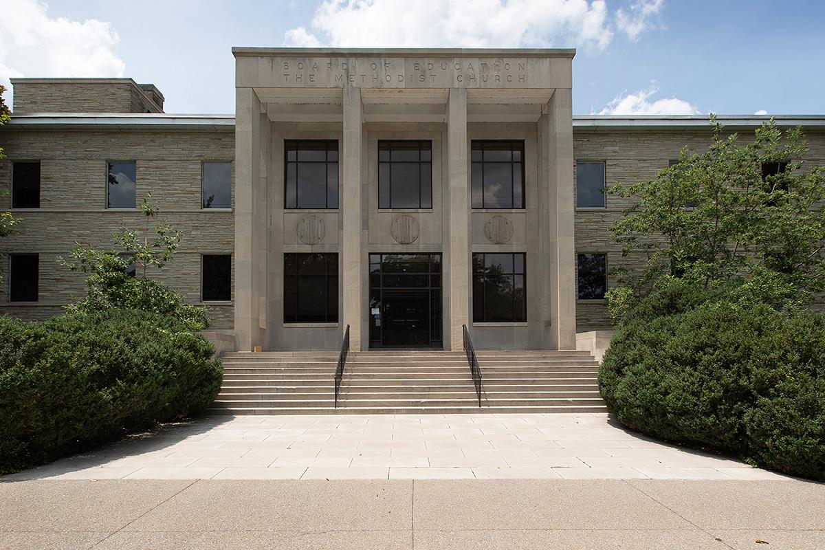 El edificio Kern, propiedad de Ministerios de Discipulado y la Junta Metodista Unida de Educación Superior y Ministerio desde 1950, se erige como un faro en Nashville, Tennessee. El edificio fue vendido a la Universidad de Vanderbilt el 15 de julio. Foto de Mike DuBose, Noticias MU.