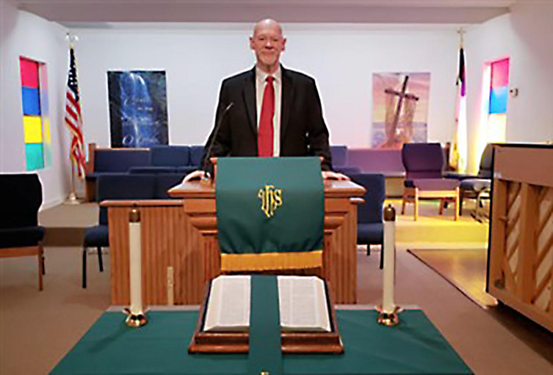 Rev. Ken Sharpe. Foto de cortesia da Igreja Metodista Unida Emanuel.