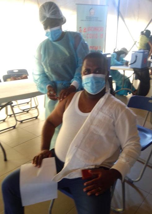 Agostinho Ferreira, um dos metodistas no momento em que fazia a testagem e antes da toma da vacina em Luanda, Angola. Foto de Augusto Bento.