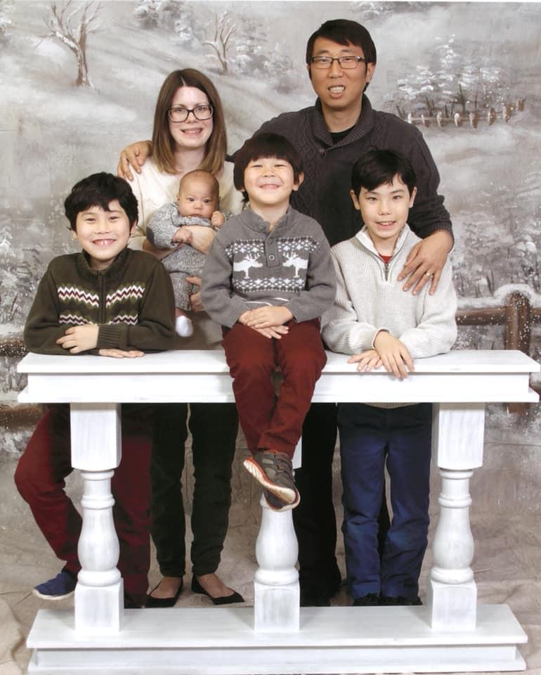 음광현 목사 가족을 환영하고 소개하기 위한 사진이 와셔 연합감리교회 페이스북에 실려있다. 사진 출처, 와셔 연합감리교회 페이스북.