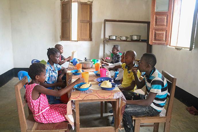 Children share lunch at the new United Methodist orphanage in Kindu, Congo. Photo by Chadrack Tambwe Londe, UM News.