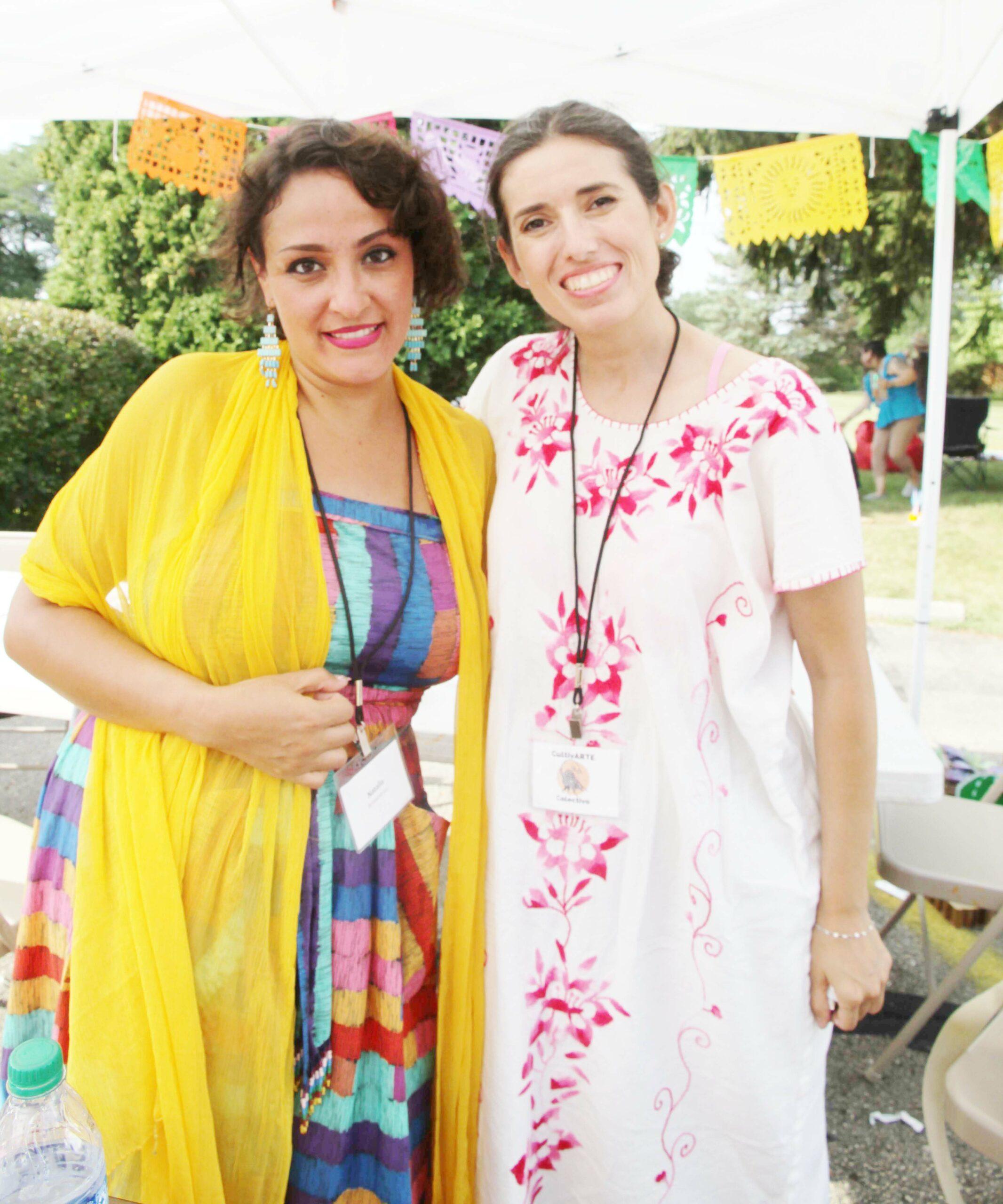 Natalia Armacanqui y Mónica Cliff. Foto cortesía de la Comunidad News.